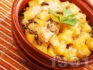 Печени пилешки гърди с картофи и гъби в гювече